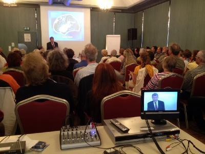 Alle zwei Jahre veranstaltet der DGH einen mehrtätigen Kongress, 2017 zum fünfzehnten Mal. Parallel laufende, bereichernde Workshops und hochkarätige Vorträge werden von namhaften Persönlichkeiten wie Prof. mult. Dr. med. Dr. h. c. mult. Wildor Hollmann (Foto), Dr. Ulrich Warnke oder Prof. Dr. Walter van Laack gehalten.