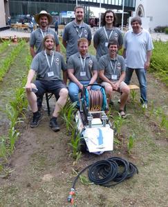 """Das Team der Hochschule Osnabrück belegte beim 13. internationalen Feldroboter-Wettbewerb in Slowenien Platz 2 in der wichtigen Kategorie """"Freestyle."""