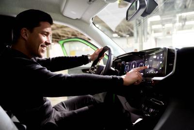 Sänger Nico Santos neuer Botschafter für den neuen Opel Mokka-e