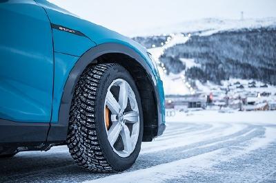 Der neue Pirelli Ice Zero 2 Spikereifen wurde für extreme winterliche Straßenverhältnisse entwickelt. Montiert an zahlreichen Audi e-tron beweist er in Åre, dass er zudem die speziellen Ansprüche eines modernen Elektroautos optimal erfüllt
