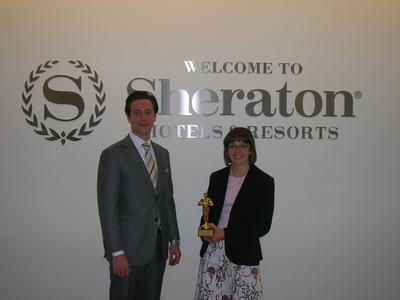 "Sheraton Frankfurt Hotel & Towers: Kathrin Settele (Accounts Payable Supervisor) und Floris Elshof (Director of Guest Services) mit der Auszeichnung ""Six Sigma Innovationspreis"" 2007"