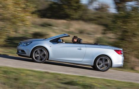 Schicker Opel Cascada: Klassisch schönes Cabrio mit Premiumverdeck und Platz für vier Erwachsene © GM Company