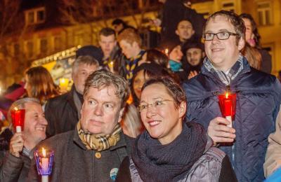 (Foto: A. Seebeck, Erlangen) - Erlangen: Großer Kerzenmarsch zum Schlossplatz mit Kundgebung