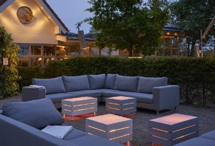 BEACH - lässiger LED Tisch im Paletten-Style
