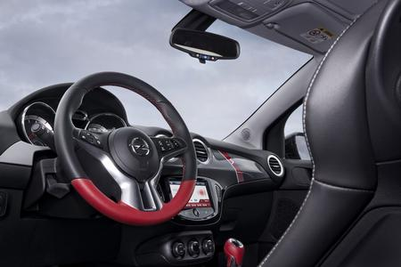 Individuell: Opel ADAM ROCKS S mit feiner Lederausstattung inklusive Sitz- und Lenkradheizung © GM Company
