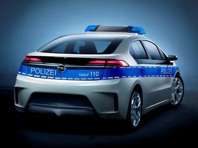 Mit dem Opel Ampera emissionsfrei auf Ganovenjagd