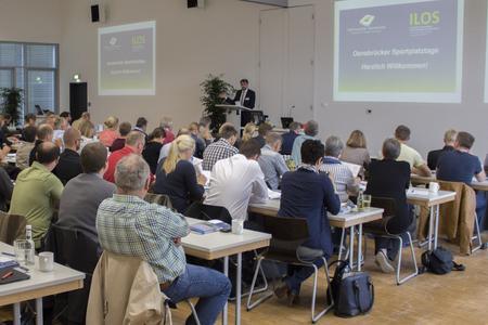 Wie sieht der Sportplatz der Zukunft aus? Darüber haben rund 100 Gäste auf den 1. Osnabrücker Sportplatztagen an der Hochschule Osnabrück diskutiert