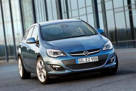 Die neue Opel Astra-Familie: Mehr Sportlichkeit, Dynamik und ein noch hochwertigerer Auftritt – das waren die Ziele der Opel-Designer bei der Neugestaltung der Front des Astra-Fünftürers. Auch der Sports Tourer und die Limousine verfügen über das neue, frische Gesicht