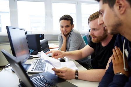Elektrotechnik-Fernstudierende an der Hochschule Darmstadt