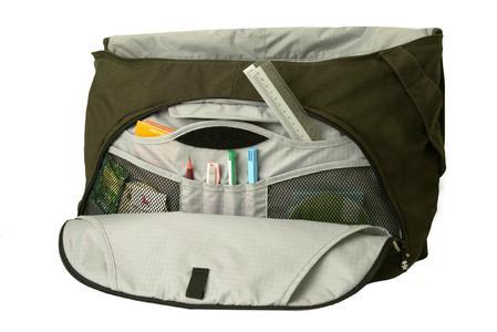 External zip front pocket with organiser