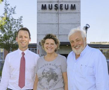 (© Foto: hl-studios, Erlangen. v.l.): Vorstand der Stiftergemeinschaft Museum Industriekultur, Maximilian Schmitt, Christine Bruchmann und Peter Riedhammer