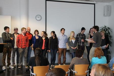 Nach dem erfolgreichen Abschluss des Intensivprogramms erhielten die 12 Teilnehmerinnen und Teilnehmer der Hochschule Osnabrück ihre Zertifikate von ihrem Betreuer, Prof. Dr. Karsten Morisse (2. von rechts).