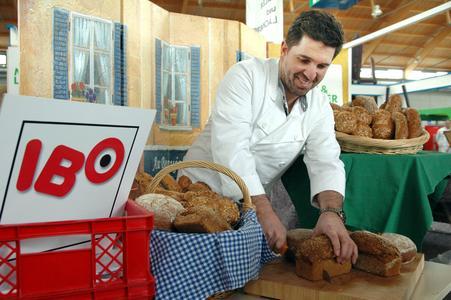 Die Bäckerinnung rückt auf der Friedrichshafener IBO ihre Bio-Produkte in den Mittelpunkt. Auf dem Foto: Alexander Ulmer, Vorstandsmitglied der Bäckerinnung Bodenseekreis