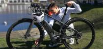 Mobilitätsschutz von assona   Mann mit E-Bike-Schaden   © assona GmbH