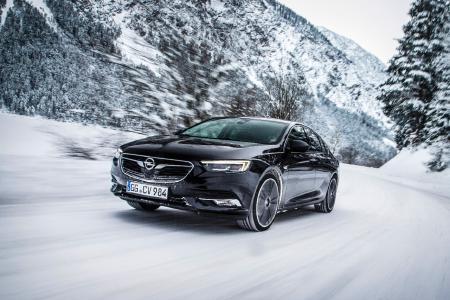 Viel Komfort für kalte Wintertage: Der neue Opel Insignia Grand Sport bietet eine ganze Reihe an Wohlfühlsystemen – darunter die fernbedienbare Standheizung und beheizbare Sitze für Fahrer, Beifahrer und die beiden äußeren Passagiere in der zweiten Reihe.