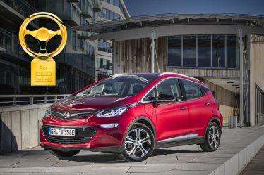 """Der ist Gold wert: Für sein rundum alltagstaugliches Konzept zeichnete die Jury das Elektroauto Opel Ampera-e mit dem """"Goldenen Lenkrad 2017"""" in der Klein- und Kompaktwagenklasse aus"""
