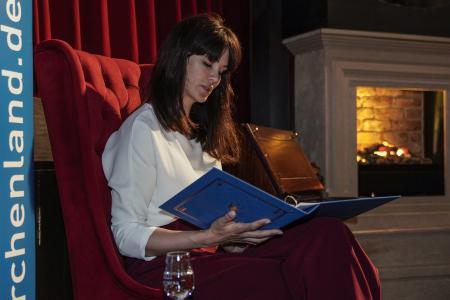 Miriam Mack las für die Schulkinder aus Der kleine Prinz (c) MÄRCHENLAND
