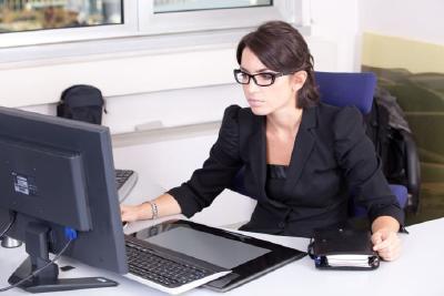 Die zukünftigen Verwaltungsinformatikerinnen und -informatiker sind die Schnittstelle zwischen Verwaltung und Informatik. © pixabay.com