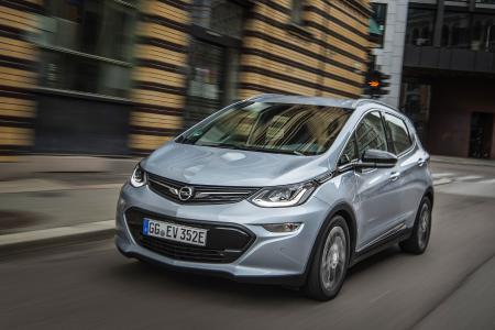 """""""Bestes Produkt des Jahres 2017"""" beim Plus X Award: Der Opel Ampera-e erhält darüber hinaus das aktuelle Gütesiegel in den Kategorien """"High Quality"""", """"Design"""", """"Funktionalität"""" und seiner Paradedisziplin """"Ökologie"""""""