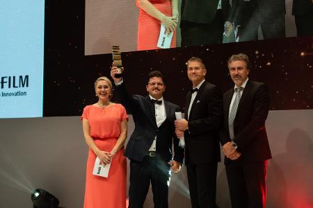 Rüdiger Maaß erhält den Druck&Medien FUJIFILM-Gold-Award