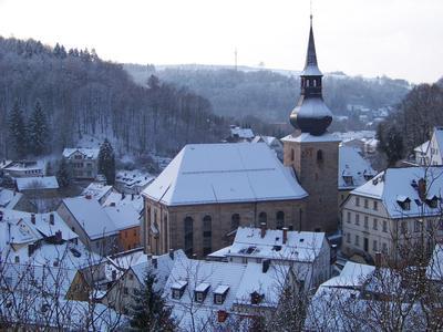 Zwischen historischem Marktplatz und Brauhausbrücke im Schatten des Schlossberges