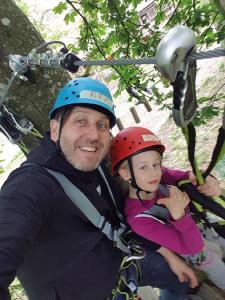 Pia und Alex hatten beim Vater-Kind-Klettern viel Spaß