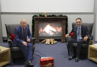 (v.l.):Prof. Dr. Karl-Rudolf Korte und Prof. Dr. Henning Kehr bei der spannenden Diskussion zur tagesaktuellen politischen Situation / Foto: Hochschule Worms