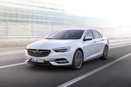 Opel-Jahresrückblick 2017: Coupéhafte Limousine mit sportlicher Eleganz: Der Opel Insignia Grand Sport führt die Flaggschiff-Tradition von Opel fort