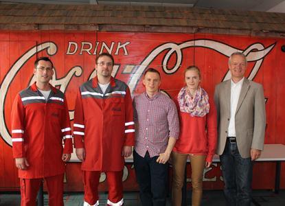Die Exkursionsgruppe um Prof. Dr. Ludger Figura (hinten rechts) nach der Besichtigung des Abfüllbetriebs der Coca-Cola Erfrischungsgetränke AG in Osnabrück (Foto: Sina Albrecht)