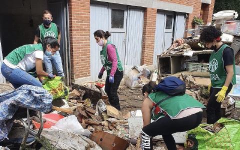 Freiwillige von ADRA Belgien helfen, die Folgen des Hochwassers durch die Unwetter zu beseitigen