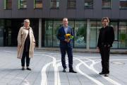 Maike Schulken (Vorsitzende des Senats), Dr. Sascha Engelbach, Dr. Arne Zerbst (Präsident Muthesius Kunsthochschule)