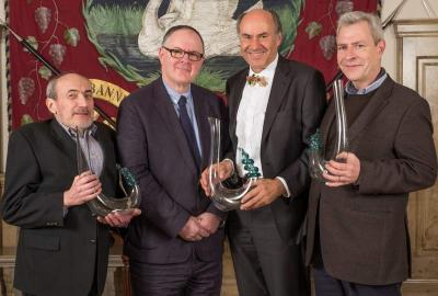 Zu neuen Riesling Fellows wurden François Langbeen aus Belgien, Martin Lam aus Großbritannien sowie Max Gerstl und Peter Kuhn aus der Schweiz ernannt (vlnr)