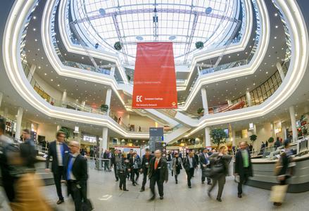 Zu den Weltleitmessen in Nürnberg zählt auch die  European Coatings Show mit fast 1000 Ausstellern, die den jährlich über 25.000 Besuchern die Welt der Farben und Lacke öffnet. Foto: obx-news