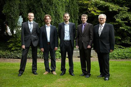 v.l.n.r.: RA Hans-Georg Muckermann, Vorstandsvorsitzender der Stiftung, Dr. Armin Schüttler , Dr. Grégory Pasquier, Dr. Johannes Hadersdorfer  und Prof. Dr. Klaus Schaller, Kuratoriumsvorsitzender der Stiftung