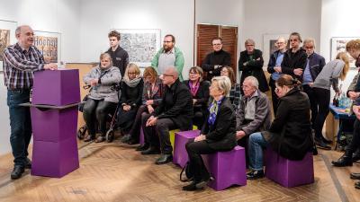 Der klasse:Raum in der Essener Theaterpassage war gut gefüllt mit interessierten und engagierten Zuschauern / Foto: Stefan Dolge