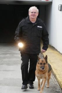 Seit 30 Jahren bei jedem Wetter in Bad Füssing nachts auf Streife: Josef Seidl, der Leiter des kommunalen Sicherheitsdienstes / Foto: Kur- & GästeService Bad Füssing