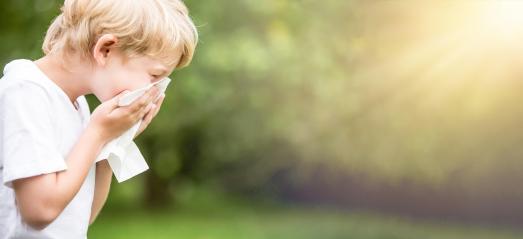 Neueste Studien sind Anlass zur Hoffnung für Millionen Allergiker: Kurzkettige Fettsäuren könnten in den kommenden Jahren zu einem entscheidenden Schlüssel im Kampf gegen Allergien werden - gerade auch bei Kindern / Foto: Stock Adobe