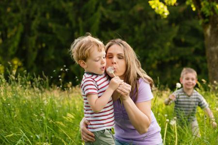 Den Frühling genießen mit Pollagen, Quelle: Kzenon/Shutterstock, Bencard Allergie