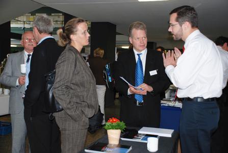 Neben zahlreichen Vorträgen bot die traditionelle Ausstellung internationaler Unternehmen eine gute Möglichkeit für den Fachaustausch