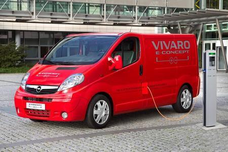 Auf der Nutzfahrzeuge IAA 2010 in Hannover zeigt Opel die Studie Vivaro e-concept, einen Elektrotransporter mit über 400 Kilometer verlängerter Reichweite