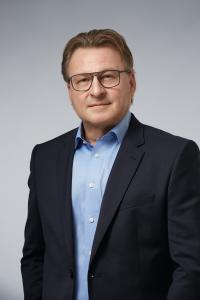 Wolfgang Weber tritt nach 32 Jahren Betriebszugehörigkeit die Nachfolge von Peter Liehner an und wird somit Geschäftsführer Vertrieb / Marketing bei WeberHaus