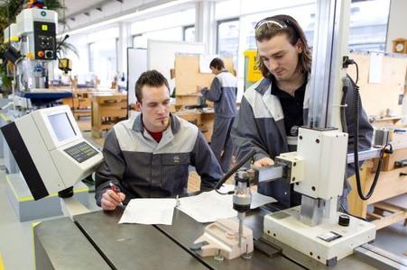 In der modernen Lehrwerkstatt in Rüsselsheim sind schon hunderte junge Menschen ins Berufsleben gestartet