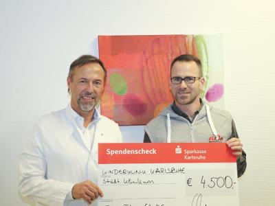 Die Fit-in Fitnessclubs spenden zum vierten Mal 4.500 Euro an die Kinderklinik des Klinikums Karlsruhe, Bild: Petra Geiger