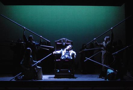 Kwan-Keun Lee (Macbeth) und Chor
