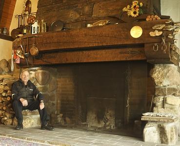 Hector Bertschi auf seinem Lieblingsplatz an der auf Reede gegangenen S.S. Trust