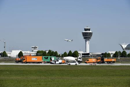 Das Foto zeigt die nun abgeschlossenen Bauarbeiten auf der Südbahn des Münchner Airports
