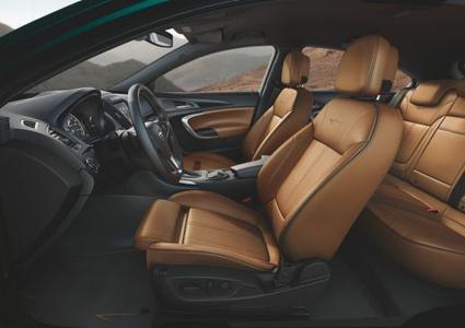 Opel-Modelloffensive, nächste Stufe: Auch innen glänzt der neue Opel Insignia mit noch attraktiverem Styling und bietet Komfort-Highlights wie Premium-Ledersitze mit AGR-Gütesiegel