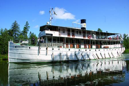 MS Wilhelm Tham auf der Fahrt im Göta Kanal.jpg