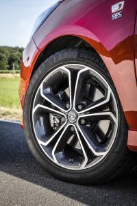 Der lässt die Muskeln spielen: Der neue Alltagssportler Opel Corsa S zeigt mit seinem stylishen OPC-Look und 17 Zoll großen BiColor-Titan-Leichtmetallrädern klare Kante