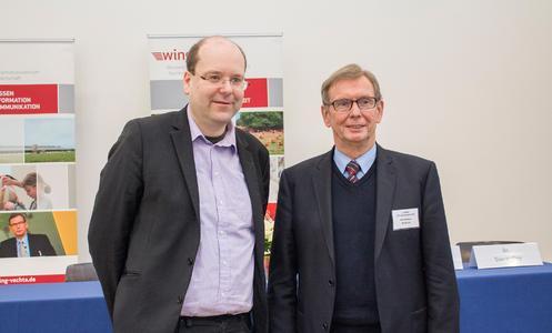 Niedersachsens Landwirtschaftsminister Christian Meyer (li.) und Prof. Dr. Hans-Wilhelm Windhorst, wissenschaftlicher Leiter des WING